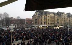 """UPDATE Mii de oameni protestează la Timişoara. """"Balada lui Dragnea"""" a fost cântată live"""