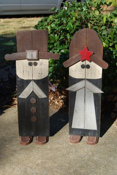 Wood Pallets A nice Thanksgiving Pilgrim couple made from pallet wood . Pallet Crafts, Pallet Art, Wooden Crafts, Diy Pallet, Pallet Ideas, Thanksgiving Wood Crafts, Holiday Crafts, Thanksgiving Decorations Outdoor, Fall Wood Crafts