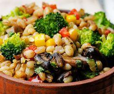 Recette : Salade d'orge et de légumes. Orzo, Kung Pao Chicken, Chutney, Lchf, Vegetarian, Diet, Vegan, Meals, Ethnic Recipes
