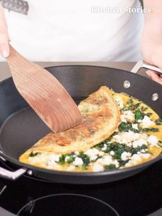 Omelette with spinach and feta The With and is very easy and is ready to serve after only 15 minutes Try that # Breakfast and decide for yourself! The post Omelette with spinach and feta appeared first on Garden ideas - Health and fitness Cheese Omelet Recipe, Feta Cheese Recipes, Veggie Recipes, Lunch Recipes, Diet Recipes, Breakfast Recipes, Cooking Recipes, Chickpea Omelette, Vegetarian Meals
