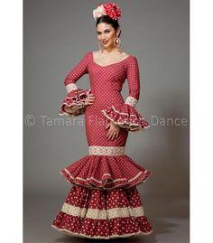 Aires de Feria Maestranza frambuesa lunares Trajes de Flamenca... Flamenco Dancers, Flamenco Dresses, Dress Websites, African Lace Dresses, Fishtail, Designer Wear, New Product, Color Combinations, Raspberry