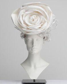 Le top de la Haute-Couture, pour moi c'est CHANEL.   Le Chic, le Choc...          Les somptueux chapeaux de papier créés par Katsuya Kamo po...
