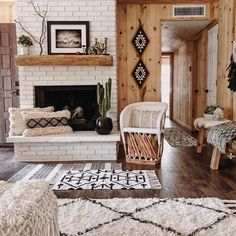 Boho Living Room Discover Lounge and Dining Room Inspiration for your Vintage Home with Kate Beavis Brick Fireplace Decor, Rustic Mantle Decor, Fireplace Seating, Rustic Country Decor, Rustic Cottage, Modern Country, Rustic Style, Rustic Wood, Sweet Home