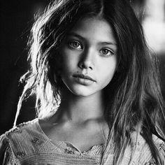 laneya grace -A real beauty Laneya Grace, Black And White Portraits, Black And White Photography, Children Photography, Portrait Photography, Poses, Portrait Inspiration, Child Models, Beautiful Children