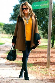 Fashion and Style Blog / Blog de Moda . Post: Fall colors / Colores de otoño .More pictures on/ Más fotos en : http://www.ohmylooks.com/?p=20016 .Llevo/I wear: Cape : Zara (New Collection) ; Jersey : Zara (New collection) ; Necklace : Zara (New Collection) ; Leggings : Bershka (push up model); Sunglasses : Mango ; Bag : Prada ; Boots : Pilar Burgos (New Collection)