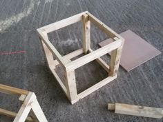 esqueleto, estructura puff en madera para tapizar. sillón. Art Furniture, Diy Wood Projects, Woodworking Projects, Tufted Ottoman Coffee Table, Diy Puffs, House Ceiling Design, Wood Sofa, Decorating Coffee Tables, Diy Home Improvement