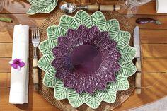 Jogos americanos de miçanga, talheres em bambu, descansos de talher em forma de legumes,guardanapos em linhoecoposetaçasde vidro,completaram nossa mesa.
