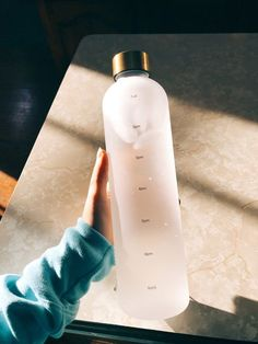 Water Aesthetic, Aesthetic Food, Workout Aesthetic, Cute Water Bottles, Drink Bottles, Water Bottle With Times, Swell Water Bottle, Water Bottle Design, Drink