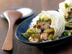 Scharfe Chinakohl-Wraps - mit Putenstreifen - smarter - Kalorien: 245 Kcal - Zeit: 30 Min. | eatsmarter.de