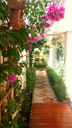 Front patio pavers porches Ideas for 2019 Small Backyard Gardens, Backyard Garden Design, Outdoor Gardens, Side Yard Landscaping, Modern Landscaping, Landscaping Ideas, Modern Patio, Magic Garden, Dream Garden
