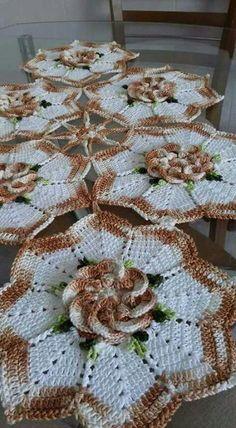No pattern just for inspiration…. Crochet Flower Patterns, Crochet Art, Crochet Home, Crochet Motif, Crochet Designs, Crochet Doilies, Crochet Flowers, Free Crochet, Crochet Table Runner