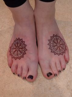 Foot tattoo - A mix of Mehndi, a Wheel Of Life and a steering wheel of a ship.