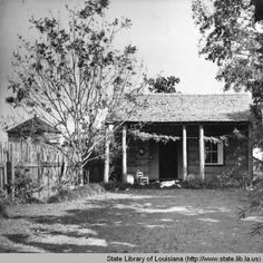 Guest cabin at Melrose Plantation in Natchitoches Louisiana in the 1940s :: State Library of Louisiana Historic Photograph Collection