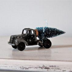 vintage christmas, vintag holiday, vintag christma, bottl brush, toy truck