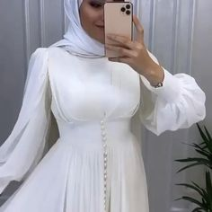 Prom Dresses Long With Sleeves, Modest Dresses, Simple Dresses, Elegant Dresses, Modest Fashion Hijab, Muslim Fashion, Fashion Dresses, Modesty Fashion, Hijab Evening Dress