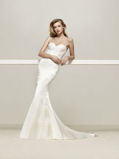 Drens: Elegant wedding dress fitted to the body in mermaid style with narrow gemstone straps - Pronovias
