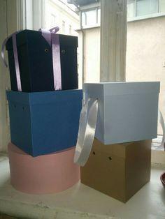 Квадратные коробки  - тренд во флористике наряду с круглыми шляпными коробками