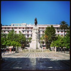 Plaza Nueva, #Sevilla - #FelizMartes #sevillahoy.