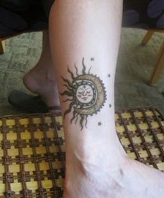 This is a sun tattoos zurich design. This design is made up of mehndi and both sun and moon are together. thats why it called as Zurich design tattoo. Finger Tattoos, Sun Tattoos, Love Tattoos, Tattoos For Women, Tattoos For Guys, Tatoos, Sun Tattoo Tribal, Celestial Tattoo, Moon Sun Tattoo