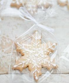 Little Gifts, Snowflakes, Seasons, Fun, Tiny Gifts, Seasons Of The Year, Lol, Funny, Favors