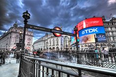 MUST SEE : You can't miss Piccadilly Circus , the heart of the city! You will never feel tired walking around here and exploring various shops , restaurants & theatres. It just recharges your mood and one becomes cheerful after a long stroll. A must visit for all travelling to London city. Photo : Anthony Bryant on 500px. #Londonmoments