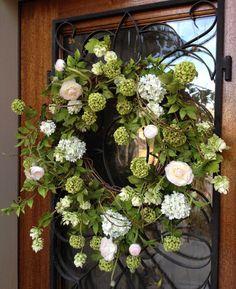 Círculo Encantado... (wedding door wreaths simple)