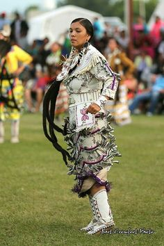 Jingle dress dancer in white and purple :) Native American Girls, Native American Regalia, Native American Photos, American Indian Art, Native American History, Jingle Dress Dancer, Powwow Regalia, Indian People, Native Style