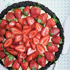 Strawberry Cream Pie - A dark-chocolate crust and jewel-bright berries brushed with jelly turn this down-home pie into company-worthy fare - Southern Living Fresh Strawberry Desserts, Strawberry Cream Pies, Strawberries And Cream, Strawberry Fields, Strawberry Cheesecake, Fruit Recipes, Cooking Recipes, Cooking Tips, Cream Pie Recipes