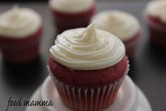 mini red velvet cupcakes for my sister's birthday - Food Mamma Yummy Snacks, Yummy Drinks, Red Velvet Recipes, Red Velvet Cupcakes, Velvet Cake, Food Now, Yummy Cupcakes, Chocolate Chip Cookies, Chocolate Cupcakes