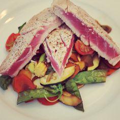 Tuna with vegetables - Gebratener Thunfisch auf Gemüse Zucchini, Tuna, Fish, Meat, Carrots, Food Food, Pisces, Atlantic Bluefin Tuna