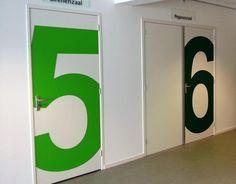 <p>Belettering van de deuren van Cultuurcentrum Grifioen in Amstelveen was dè oplossing om de hal wat leuker en frisser te laten worden. De kleurrijke cijfers brengen echter niet alleen meer kleur, maar ook meer duidelijkheid. De keuze van het design maakt het helemaal opvallend. Zo worden een aantal belangrijke zaken …</p>