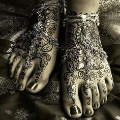 beautiful henna on feet