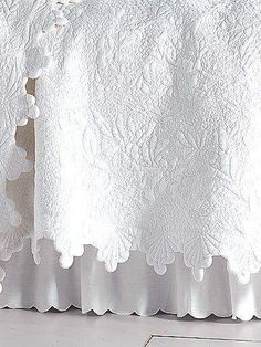 20 ideas for shabby chic quilts french country bed linens White Bedding, Linen Bedding, Bedding Sets, White Coverlet, Shabby Style, Linens And Lace, White Linens, White Cottage, Rose Cottage