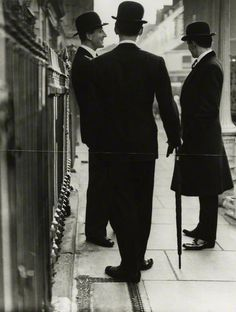 New Mayfair Edwardians / Norman Parkinson (1950)