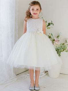Visit our online store to find a massive range of flower girl dresses, Communion dresses, & pageant dresses in premium quality. Girls Holiday Dresses, Girls Party Dress, Special Occasion Dresses, Girls Dresses, Girls White Dress, White Flower Girl Dresses, Tulle Flower Girl, Flower Girls, Communion Dresses