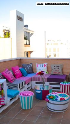 20 Genius Small Balcony Makeover Inspirations to Spruce Up your Spaces - Diy Pallet Furniture, Home Decor Furniture, Garden Furniture, Outdoor Furniture Sets, Outdoor Decor, Pinterest Room Decor, Diy Para A Casa, Balcony Design, Indian Home Decor