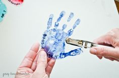 This shrinky dink handprint keychain is the perfect homemade father's day gift for Dad, and your kids will love making it too! Easy Mother's Day Crafts, Crafts For Teens To Make, Mothers Day Crafts For Kids, Diy Arts And Crafts, Diy For Kids, Daycare Crafts, Baby Crafts, Toddler Crafts, Homemade Fathers Day Gifts