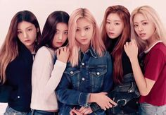 Photo album containing 20 pictures of ITZY Kpop Girl Groups, Korean Girl Groups, Kpop Girls, Cute Asian Girls, Cute Girls, Programa Musical, These Girls, New Girl, South Korean Girls
