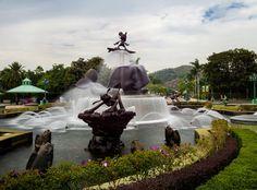 long-exposure-hong-kong-fountain Disney Hong Kong, Hong Kong Disneyland, Disneyland Trip, Disney Tourist Blog, Disney Parks, Waterfall, Long Exposure, Fountain, Bronze