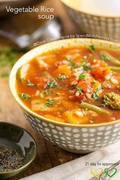 21 Day Fix approved Vegetable Rice Soup is the perfect healthy lunch on any eating plan including the 21 day fix meal plan and weight watchers! Vegetable Rice Soup, Veg Soup, Vegetable Soup Recipes, Veg Recipes, Weight Loss Soup, Weight Loss Meal Plan, Vegan 21 Day Fix, Healthy Foods To Eat, Healthy Recipes