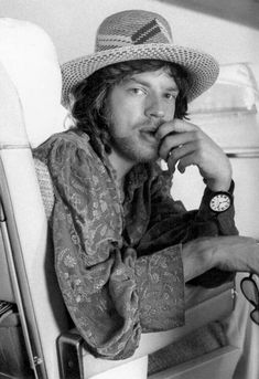 Mick Jagger, never saw him as a handsome man, but I really like him on this picture... good-looking & sexy