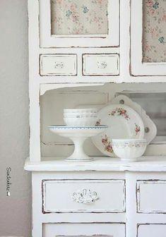 Chic Kitchen Dresser Painted in white Cafe au lait bowl Shabby Chic Style, Vintage Shabby Chic, Vintage Beauty, Shabby Chic Kitchen Dresser, Painted Furniture, Home Furniture, Best Kitchen Designs, Kitchen Ideas, Romantic Home Decor
