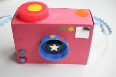toy juguetes How to Make a Toy Camera Cardboard Crafts Kids, Easy Crafts For Kids, Craft Activities For Kids, Preschool Crafts, Diy For Kids, Hollywood Crafts, Toy Camera, Paper Camera, Camera Art