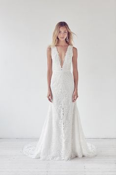 Looking for the best designer wedding dresses online? Suzanne Harward is Australia's leading designer in stunning lace & couture bridal dresses. Modest Wedding Dresses, Wedding Bridesmaid Dresses, Designer Wedding Dresses, Bridal Dresses, Bridesmaids, Suzanne Harward, Minimalist Wedding Dresses, Minimalist Gown, Couture Wedding Gowns