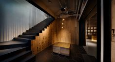 We have encountered dramatic, elegant and inviting yoga studios, spas and salons, but this is the first time that we'd like to include a boxing center on that same list. In Taipei, Taiwan, local designer and principal of MW Design, Michelle Wei, has conjured up a dramatic environment for Boxing+ Wellness Center. Located on the …