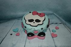 Monster high cake with bow