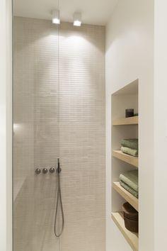 Shabby Chic Interiors, Shabby Chic Decor, Bathroom Design Luxury, Modern Bathroom, Mini Bad, Relaxing Bathroom, Home Lighting Design, Bathroom Styling, Beautiful Bathrooms