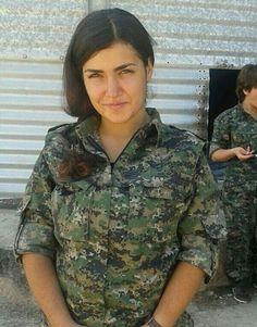 I primi di ottobre si era diffusa la notizia, poi smentita (come prova questa foto), che Ceylan Ozalp si fosse suicidata per non finire nelle mani dell?Isis.. Foto-gallery e immagini