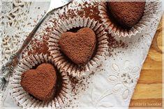 Articol scris Loredana Stefan, CHHC, consilier reeducare alimentara.Mmm… ciocolata! Probabil ca sunteti de acord cu mine cand spun: Ciocolata este probabil singurul aliment care merita sa fie incadrat intr-o grupa speciala.E adevarat ca nu este, dar multe dintre noi suntem de acord cu asta, nu-i asa? Ciocolata are o putere incredibila sa ne faca sa ne simtim mai bine, e cremoasa si delicioasa si asta e motivul pentru ca ne trezim ca o mancam … des ( asta ca sa nu spunem…zilnic!). De aici… Raw Chocolate, Chocolate Truffles, Diabetic Recipes, Healthy Recipes, Healthy Food, Raw Vegan, I Foods, Sugar Free, Deserts