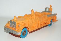 TOMTE LAERDAL VINYL PAINTED FIRE ENGINE TRUCK ORANGE NEAR MINT RARE SELTEN